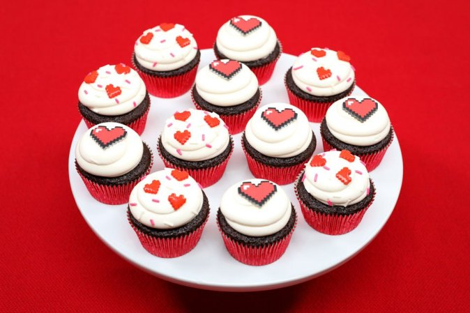 8-bit-heart-cupcakes-5